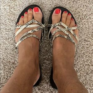☀️BANANA REPUBLIC Leather Snakeskin Sandals Flats
